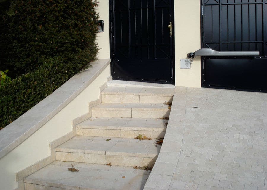 Steintreppen aussen Kalkstein Stufenplatten