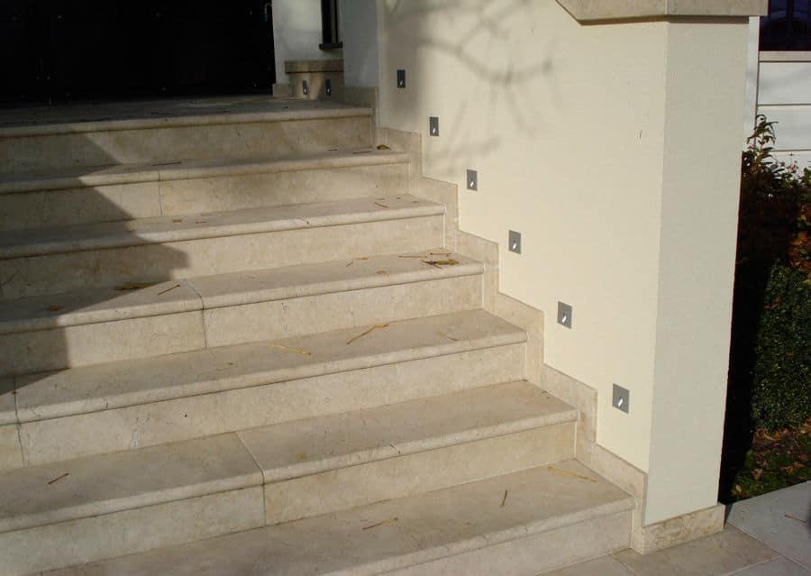 Steintreppen aussen aus Kalkstein Levante Crema in beige