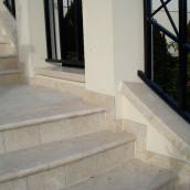 Steintreppen aussen Stufenplatten Levante Crema