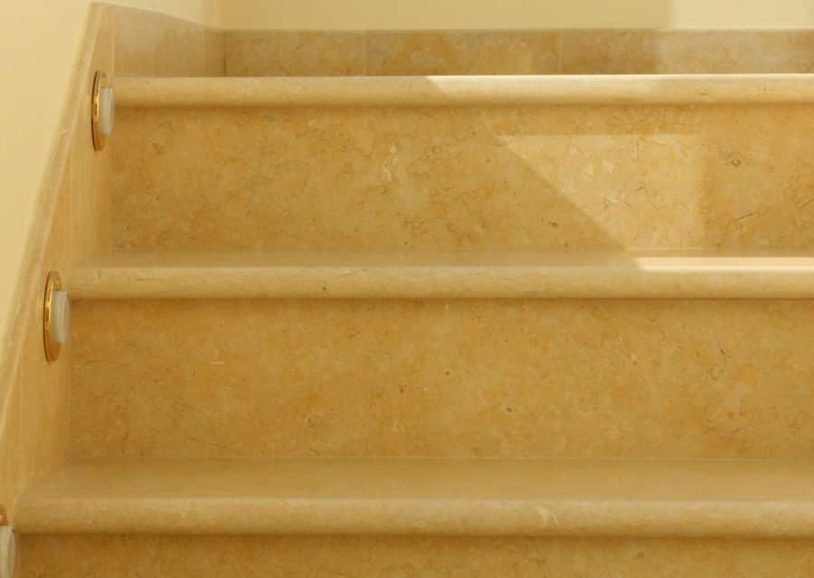 Steintreppen innen Kalkstein Stufenplatten