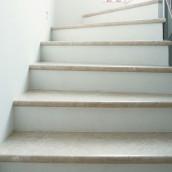 Steintreppen innen Stufenplatten hell