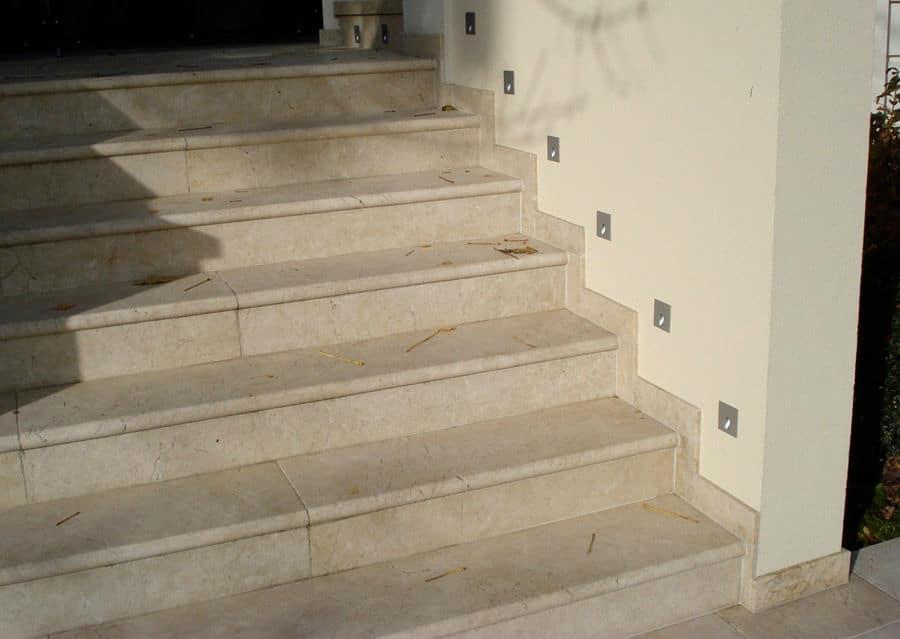 Steintreppen Kalkstein Levante Crema aussen