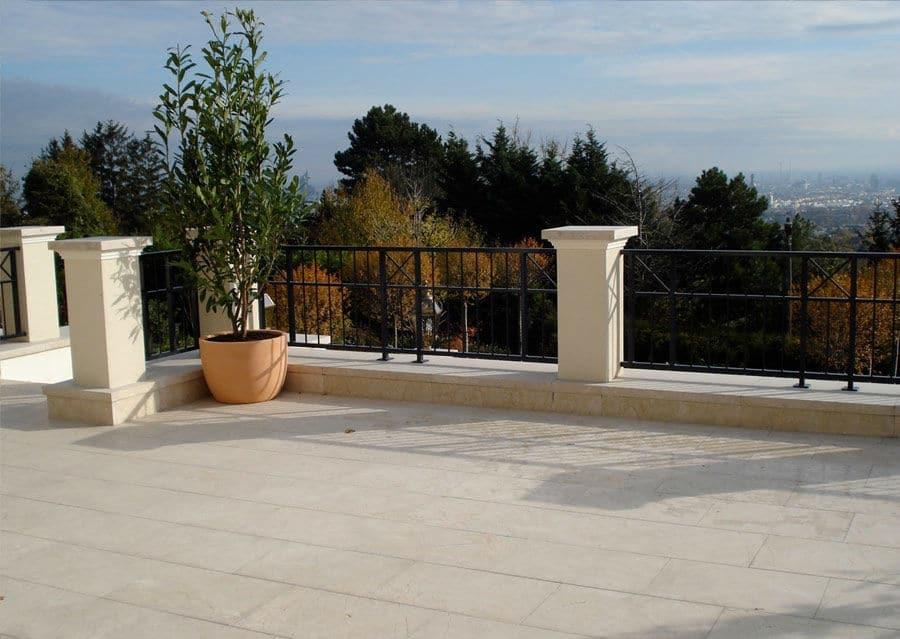 Terrassenplatten aus Kalkstein Levante Crema Balkon