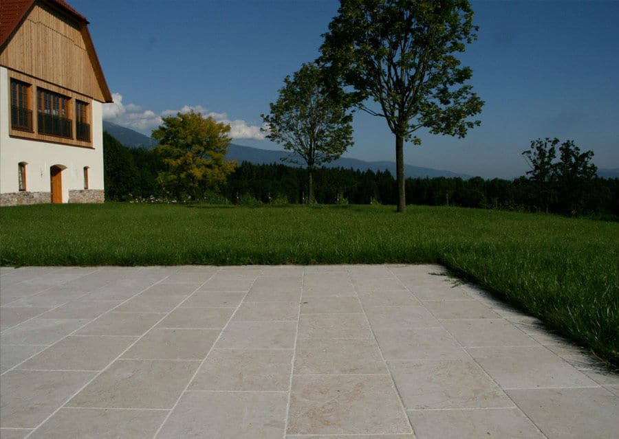 Terrassenplatten aus Kalkstein Levante Crema