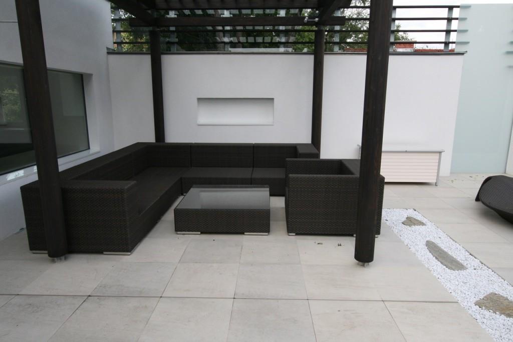 terrassenplatte außen naturstein und technostein