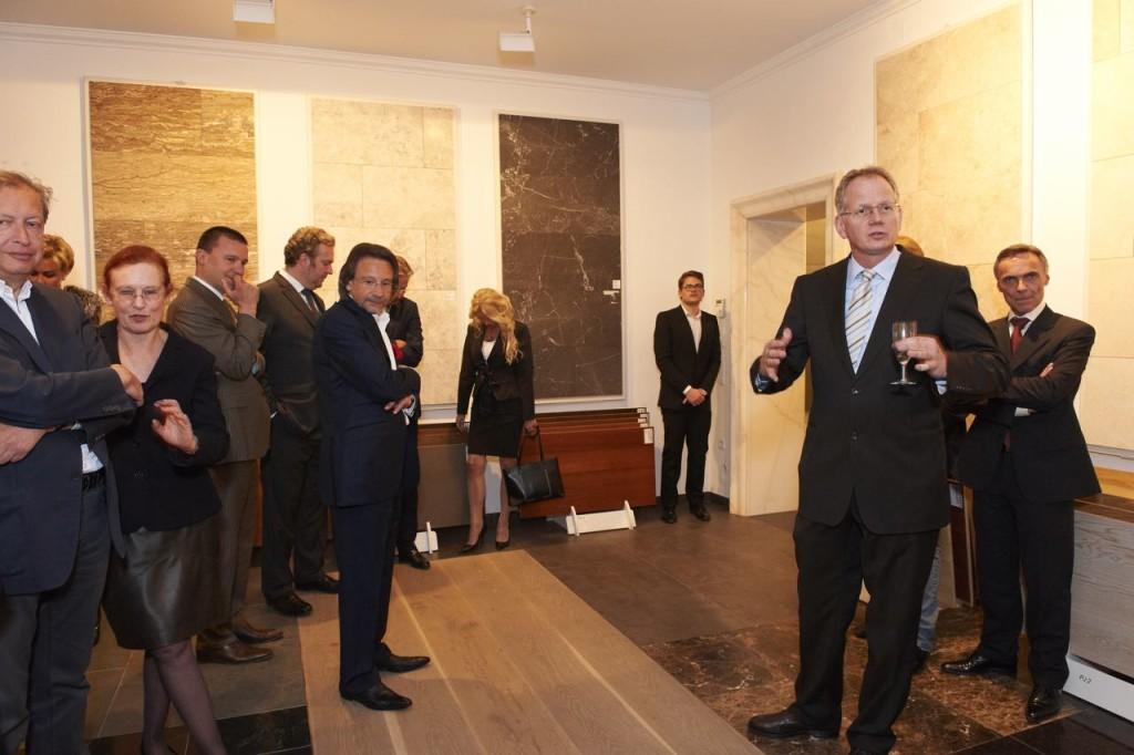 Thomas Schubert führt duch das Steinzentrum in Wien