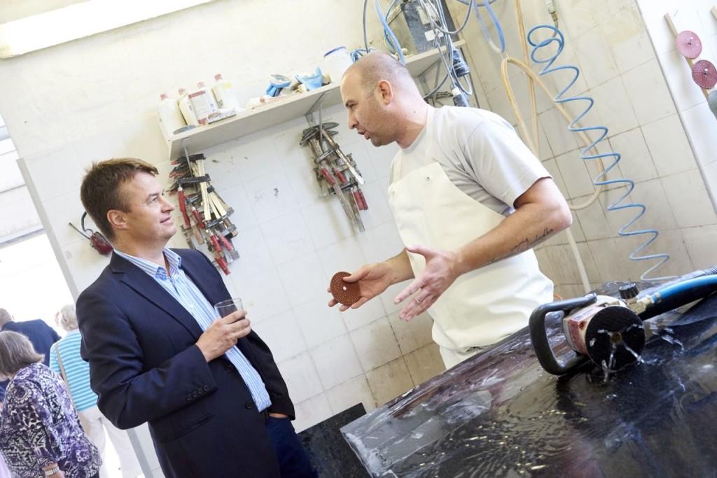 Zoltan Horvath erklärt sein Handwerk bei Schubertstone