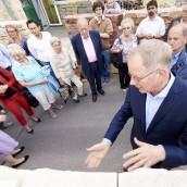 Steinexperte Thomas Schubert zeigt Massivmauern