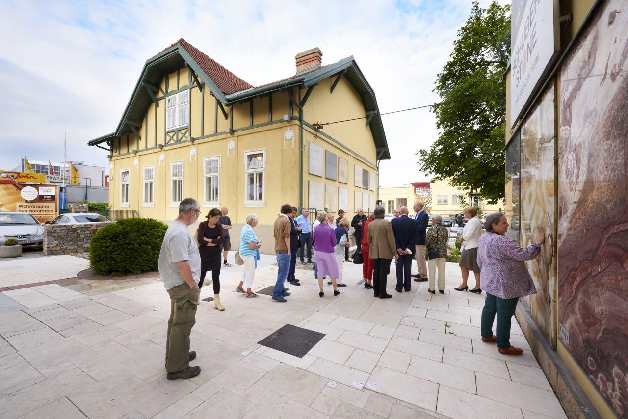 Schubertstone in Wien zeigt Bodenplatten aus Naturstein