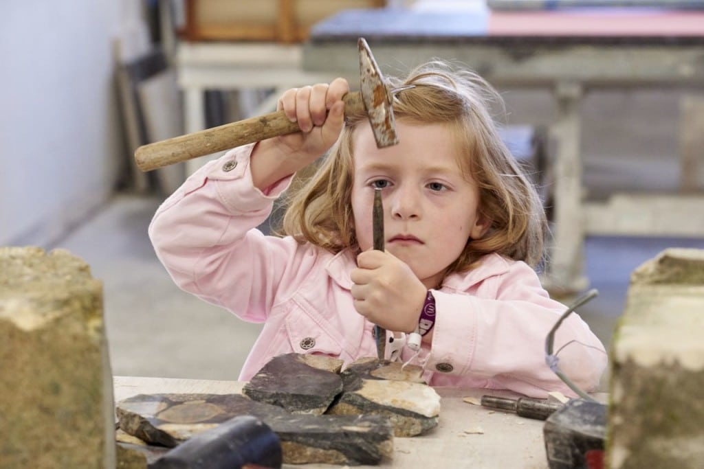 Kinder können selbst hämmern und meißeln