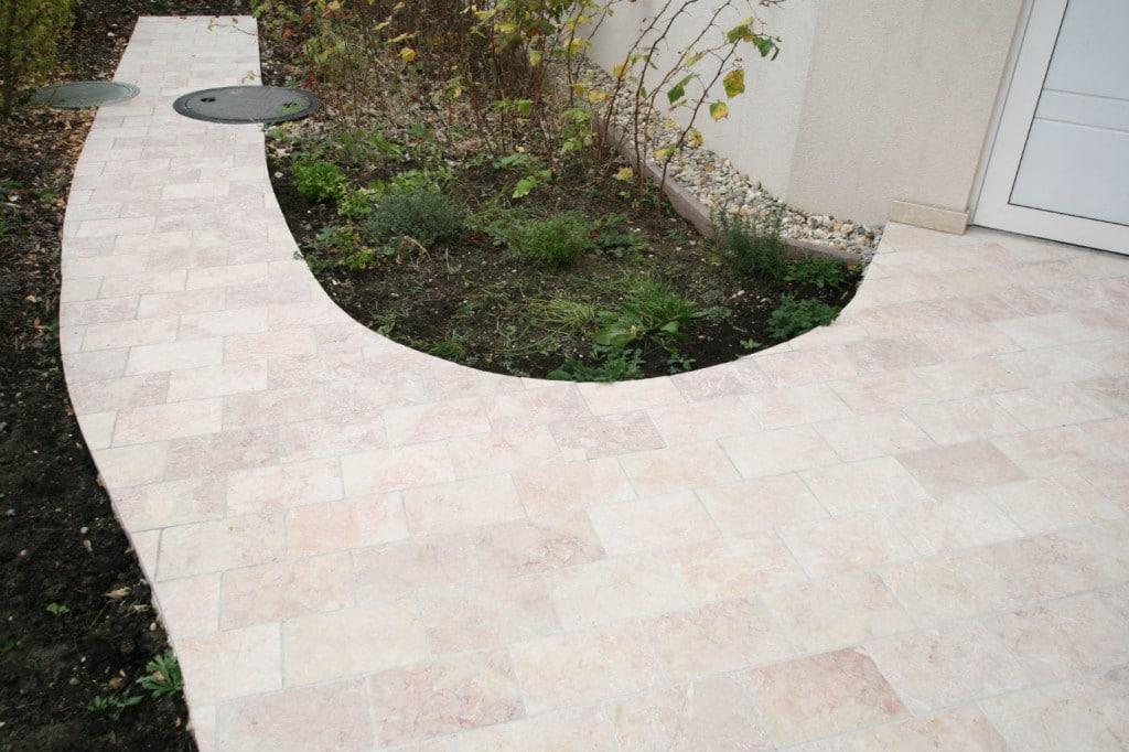 terrassenplatten naturstein levante crema rosa antik terrasse außen