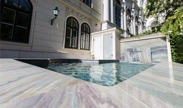 Naturstein Poolrand in Villa in Wien