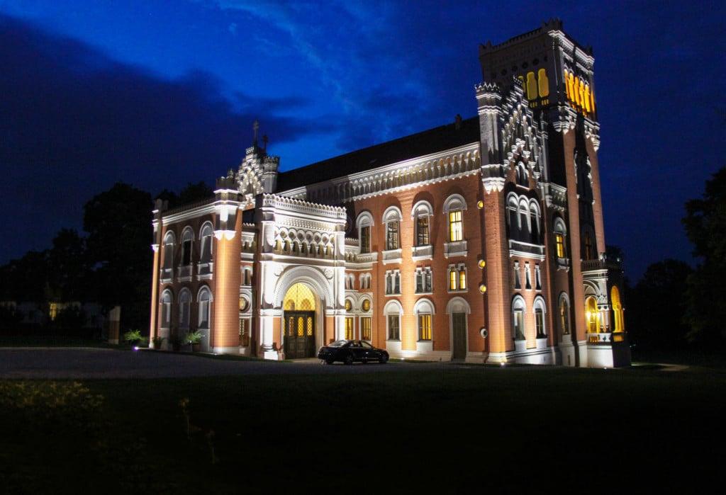 Schloss-Rotenturm-Nacht