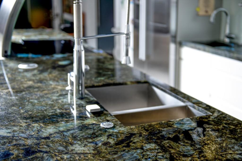 Küche Ganit blau schillernd 05 Platte fertig 02