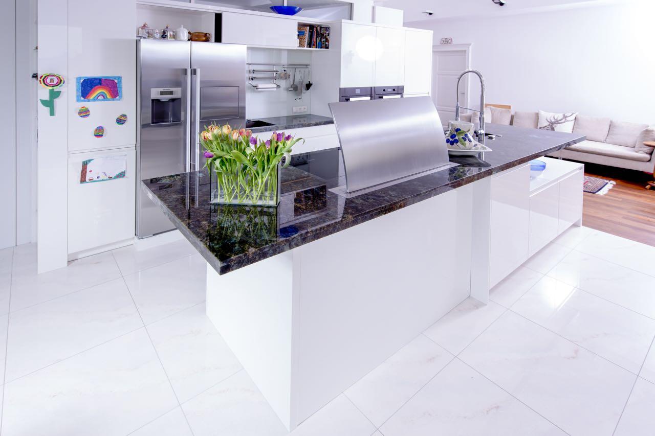 Charmant Küche Lackfarben Mit Blauen Platten Galerie - Ideen Für Die ...