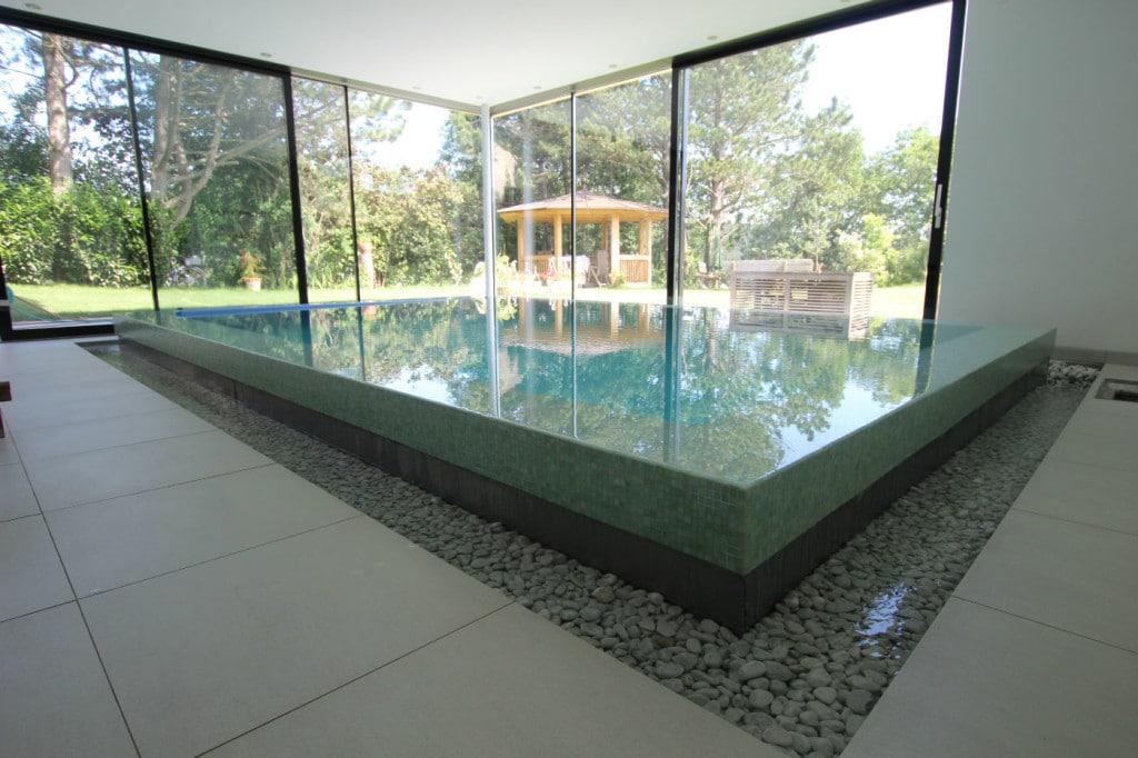 Schwimmhalle Naturstein Beckenrand verlegt