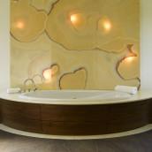 Luxusbadewanne mit hinterleuchtetem Onyx Naturstein