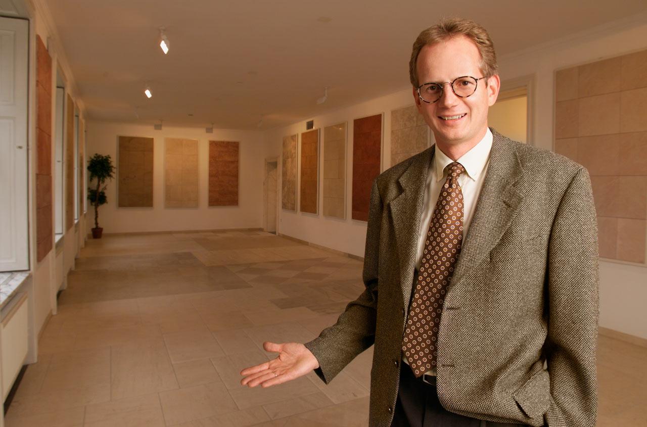 Thomas-Schubert-im-Jahr-2000-in-der-neueröffneten-Villa-Schubert