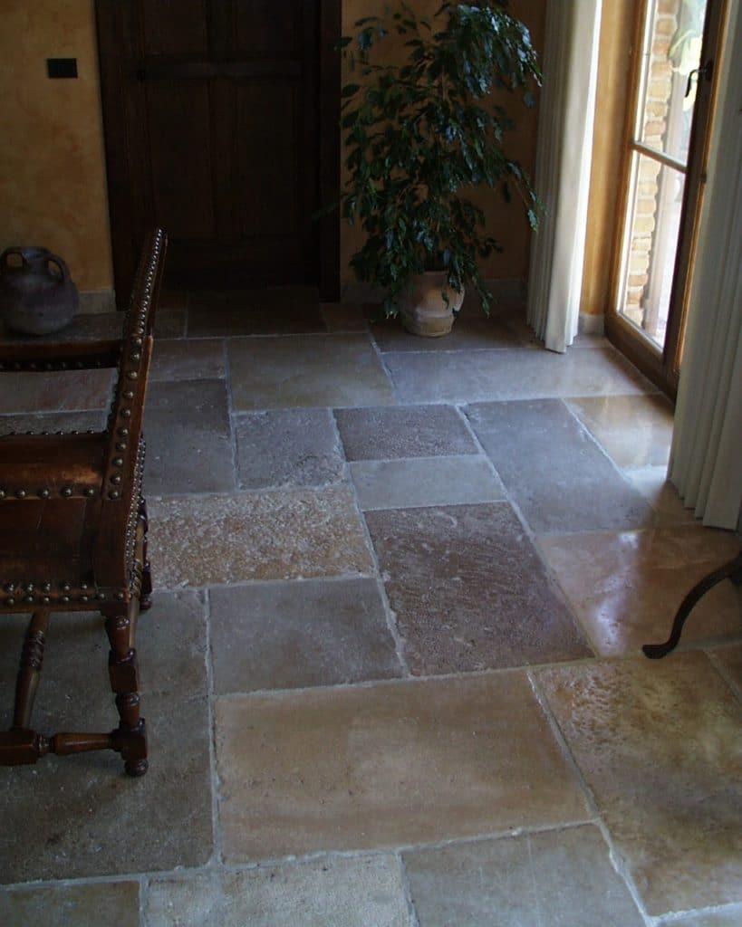 Historischer Kalksteinboden