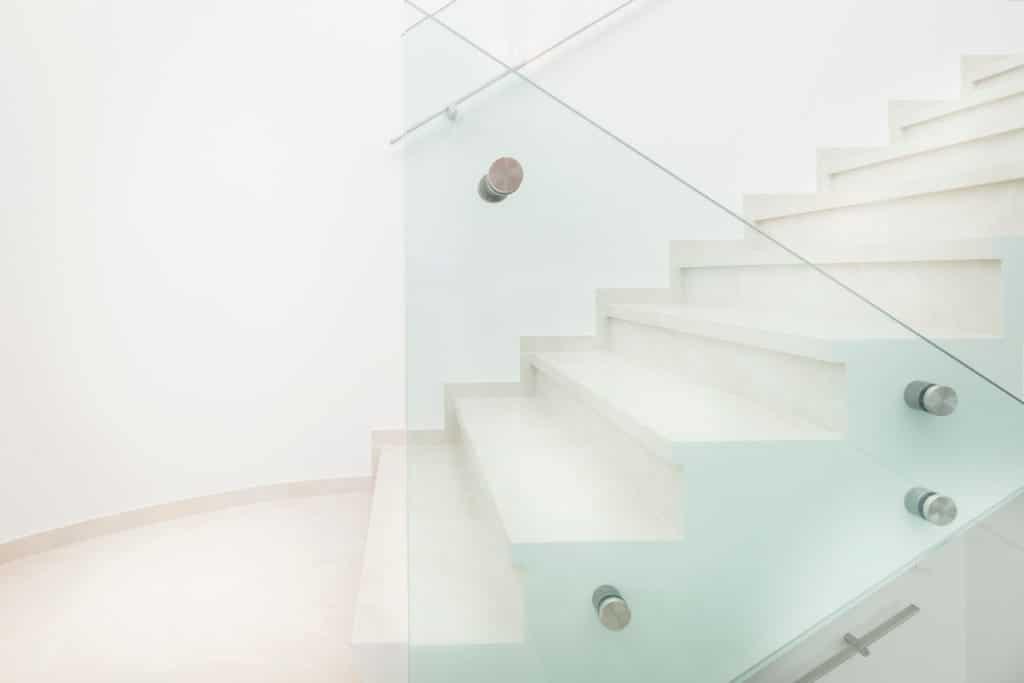 Technosteinboden und -stufen glänzend-2