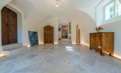 landhaus mit edeltravertin und schlossdielen refrenz
