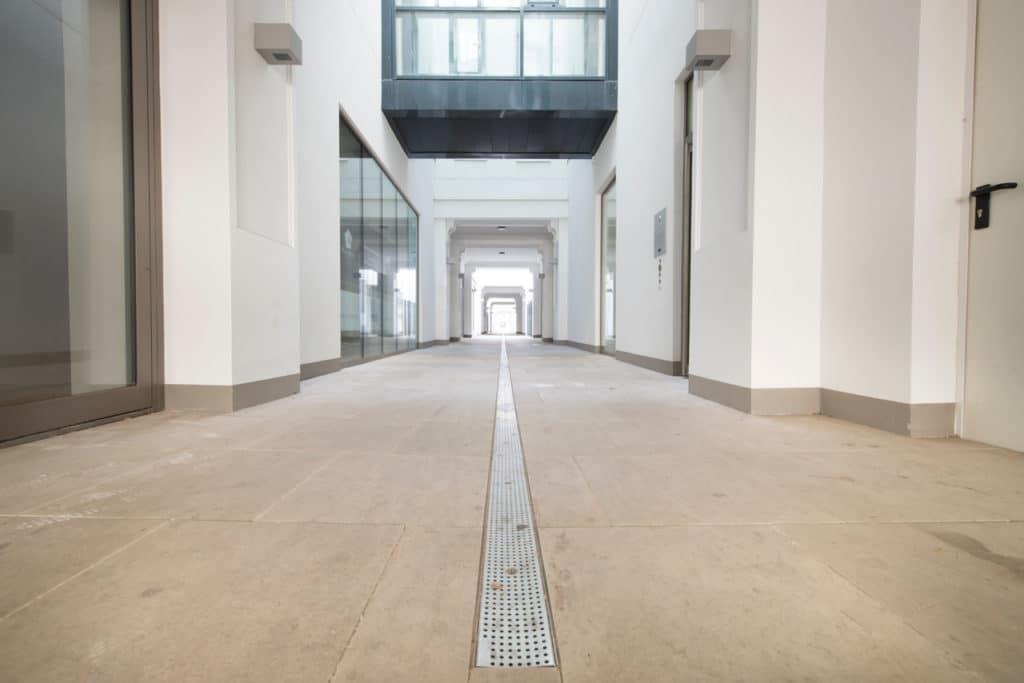 Zinshaus Wien Innenhof und Durchfahrt mit Technostein 2cm – 02