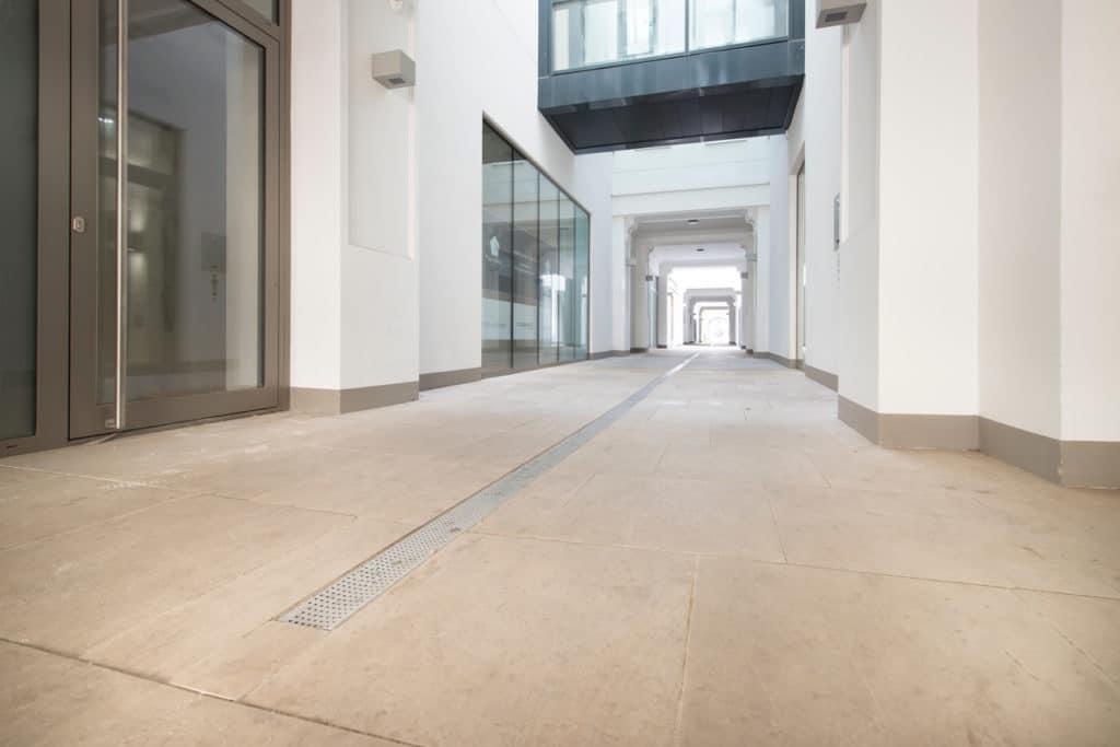 Zinshaus Wien Innenhof und Durchfahrt mit Technostein 2cm – 03