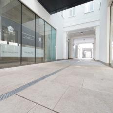 Zinshaus Wien Innenhof und Durchfahrt mit Technostein 2cm – 04