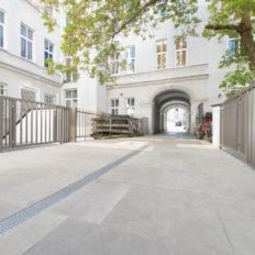 Zinshaus Wien Innenhof und Durchfahrt mit Technostein 2cm – 07