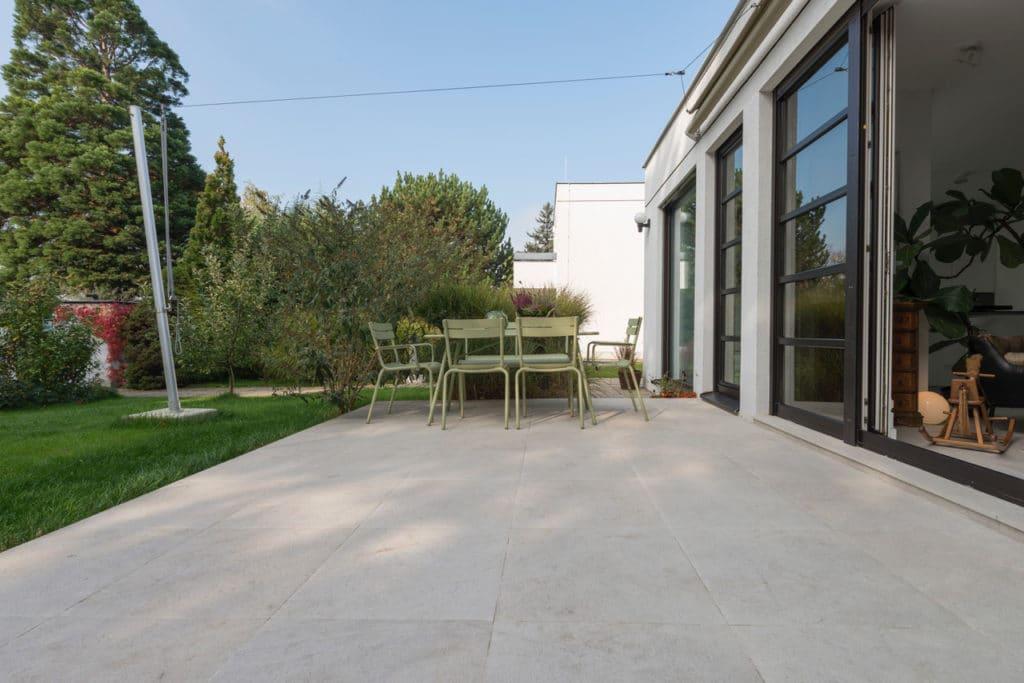 Modernes Haus mit Technostein innen und außen – 02