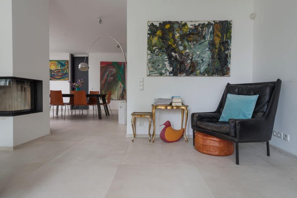 Modernes Haus mit Technostein innen und außen – 04