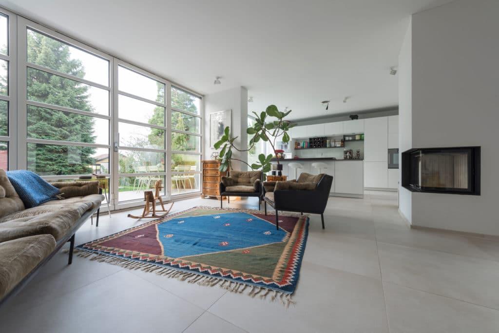 Modernes Haus mit Technostein innen und außen – 05