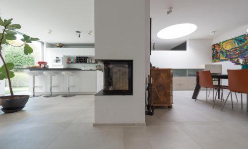 Modernes Haus mit Technostein innen und außen – 06