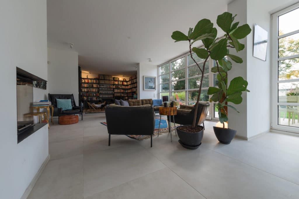 Modernes Haus mit Technostein innen und außen – 07