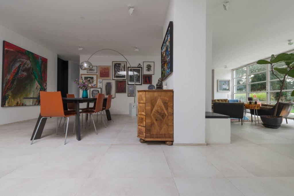 Modernes Haus mit Technostein innen und außen – 08