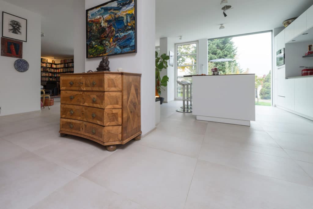 Modernes Haus mit Technostein innen und außen – 09