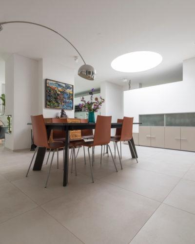 Modernes Haus mit Technostein innen und außen – 10
