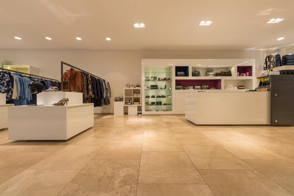 80x80cm Kalksteinboden in Modegeschäft – 02