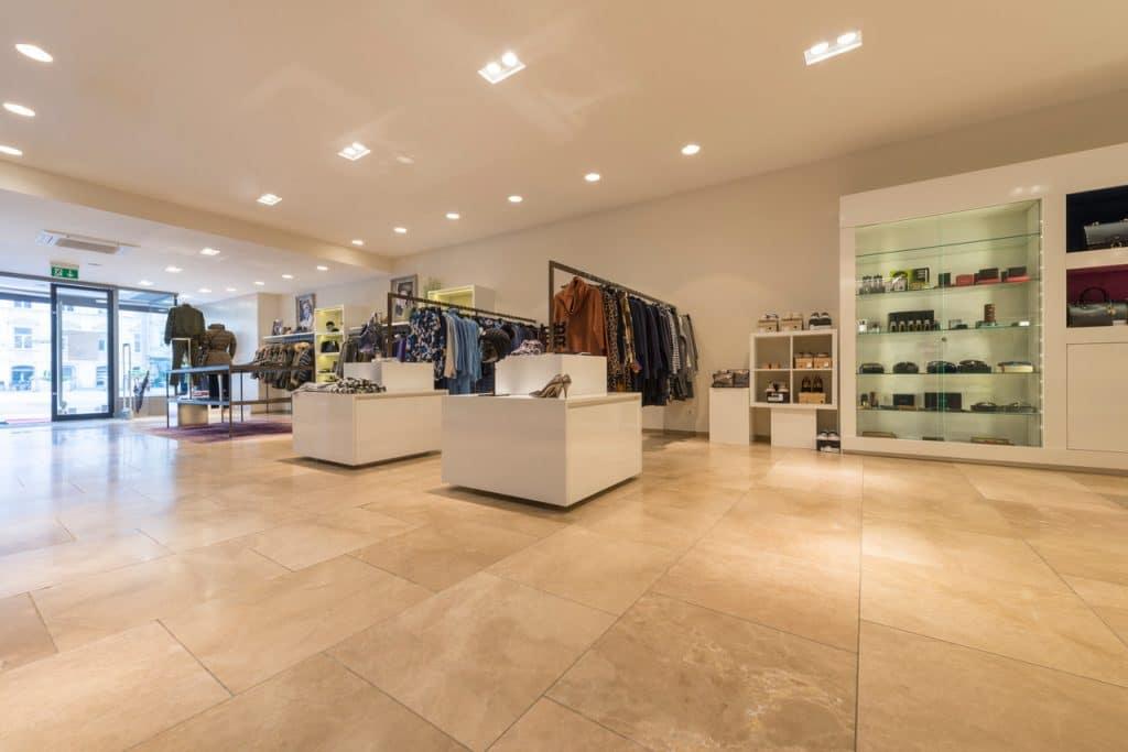 80x80cm Kalksteinboden in Modegeschäft – 04