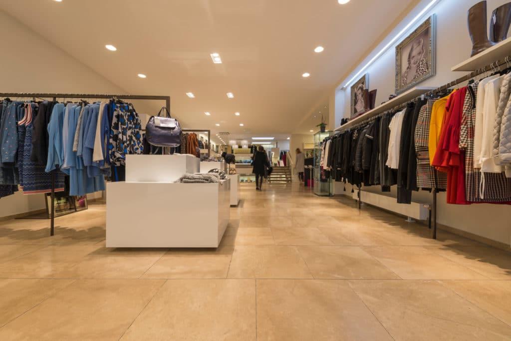 80x80cm Kalksteinboden in Modegeschäft – 09