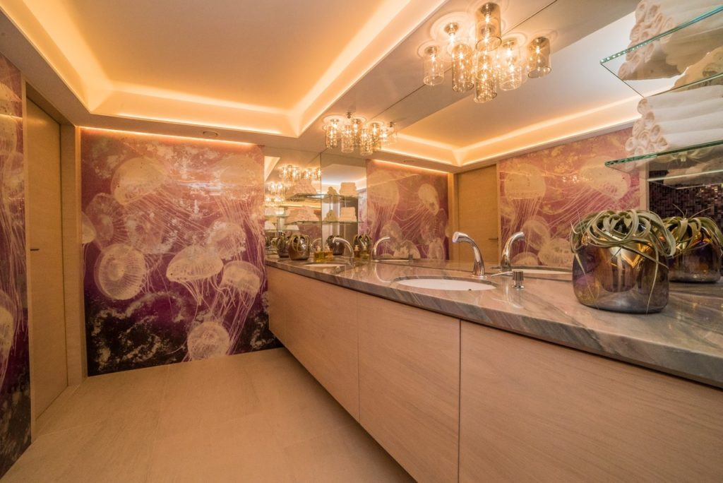 LG_Restaurant_Restrooms_