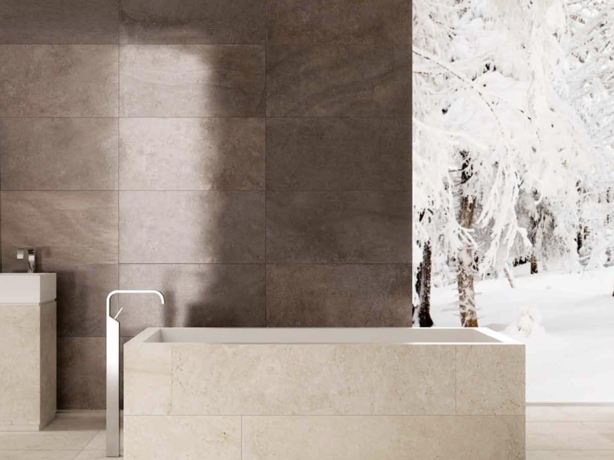 Badezimmer Luxus mit Steinfliesen Feinsteinzeug