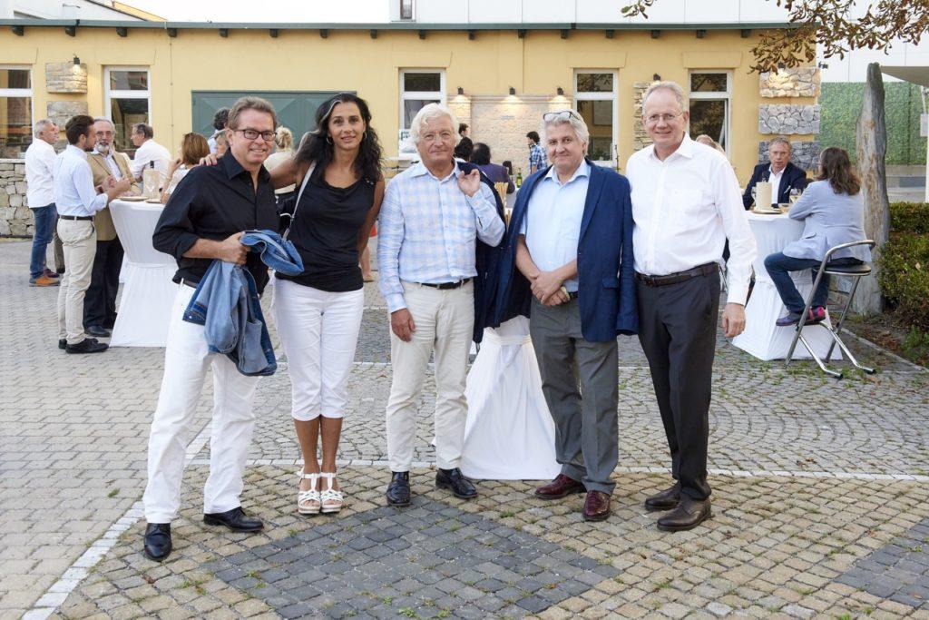 Event auf Pfastersteinen in Ausstellung bei SCHUBERT STONE Wien