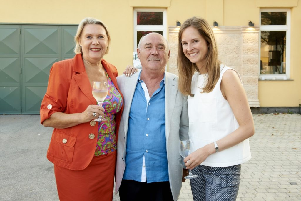 Familie Winkler mit Carina Schubert in Stein Ausstellung SCHUBERT STONE Wien