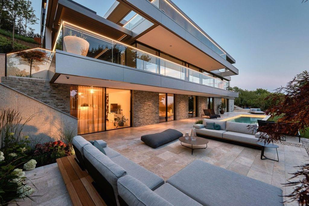 Luxus-Villa mit Naturstein-Terrasse in Wien