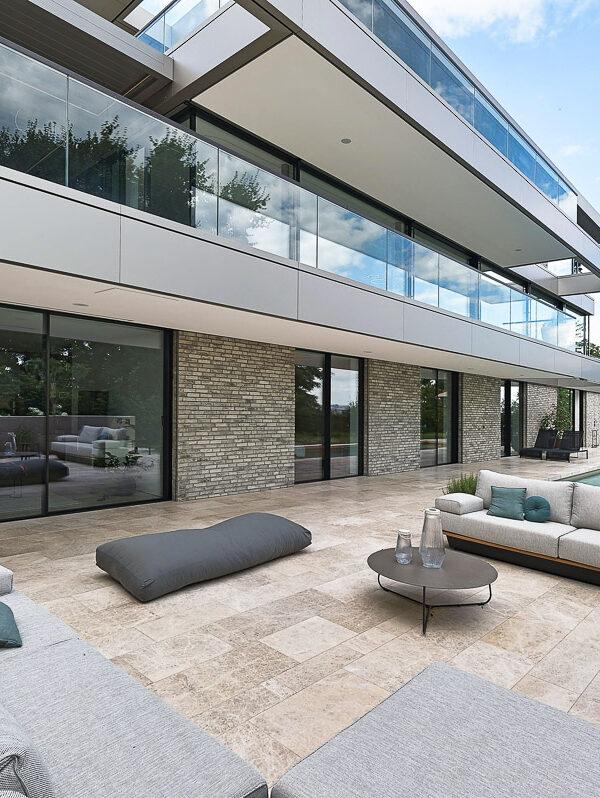 Luxus Terrasse mit Naturstein in Wien